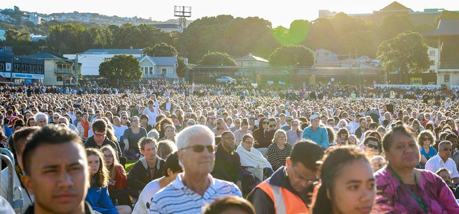 People gather to mourn for the victims of the attacks on two mosques of Christchurch in Wellington, New Zealand, on March 17, 2019. (Xinhua/Zhang Jianyong)